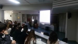La Ricercatrice Marianna Fontana presenta ai ragazzi l'attività sperimentale